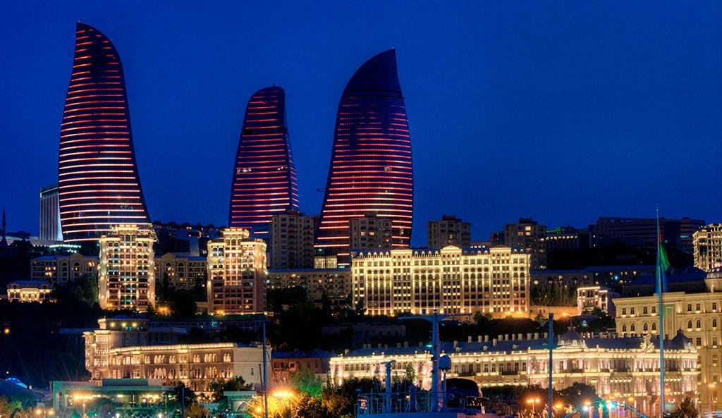 تصویری از برج های شعله باکو در شب