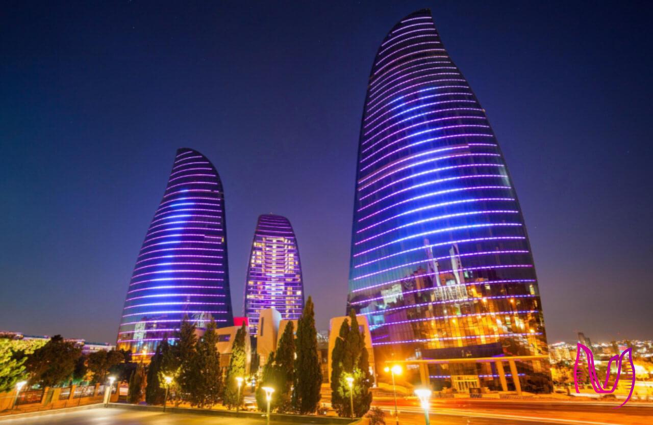 تصویر نزدیک از برج های شعله باکو