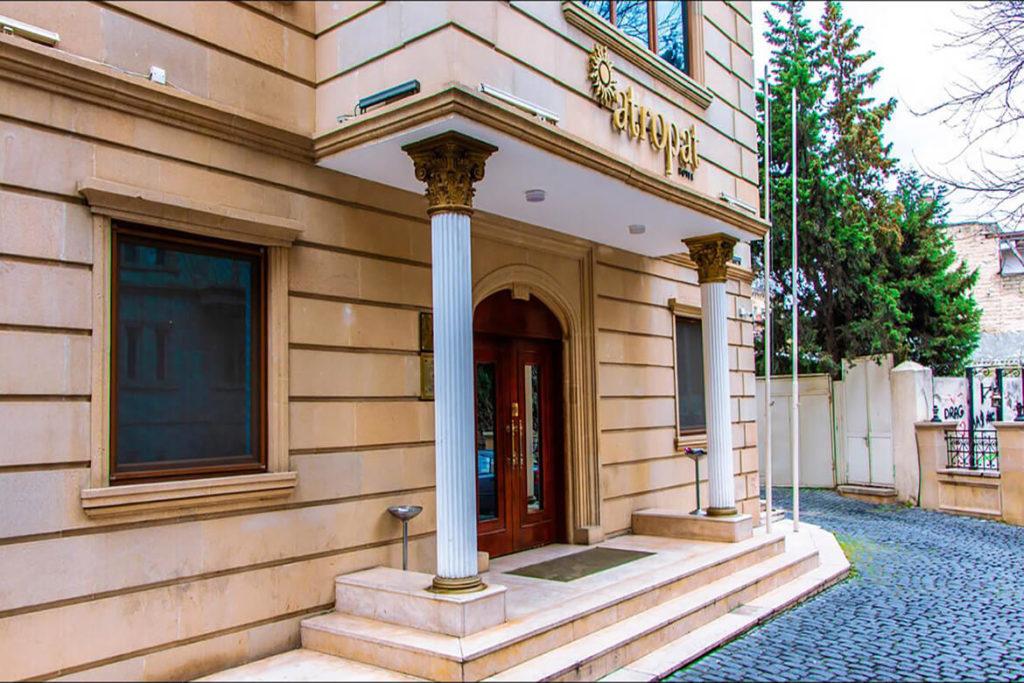 ساختمان و درب ورودی هتل آتروپات باکو