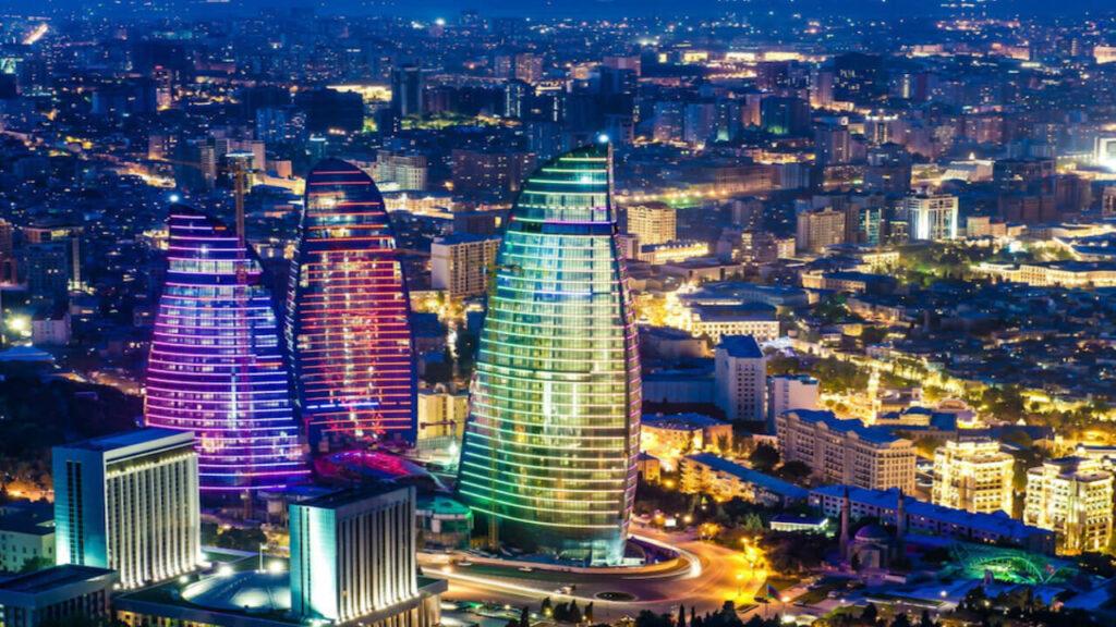 برجهای شعله در شب در بین نمادهای معماری مدرن باکو