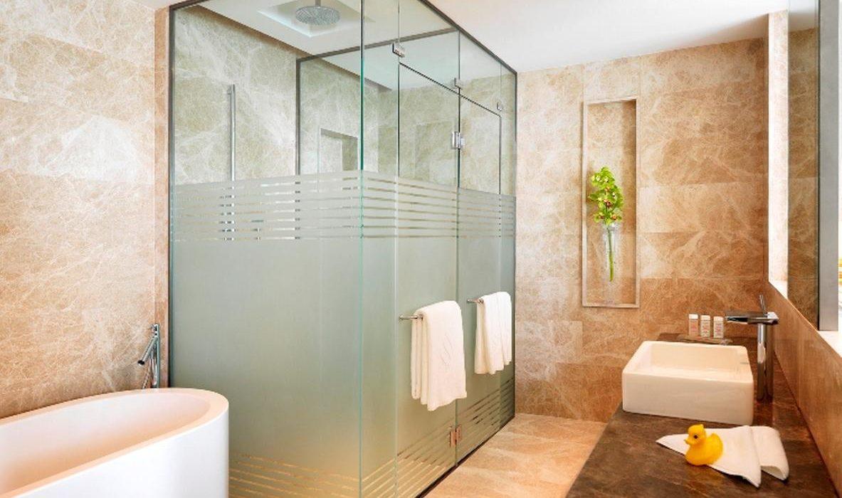 Bilgah Beach Hotel bath 2