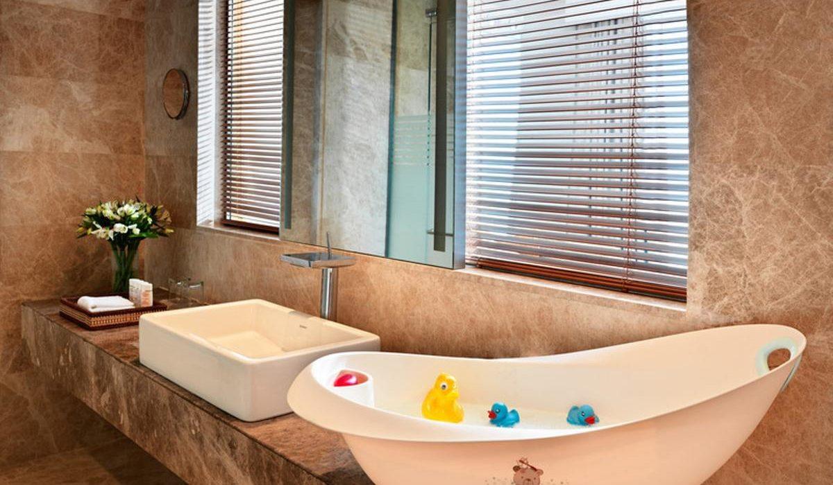 Bilgah Beach Hotel bath 3