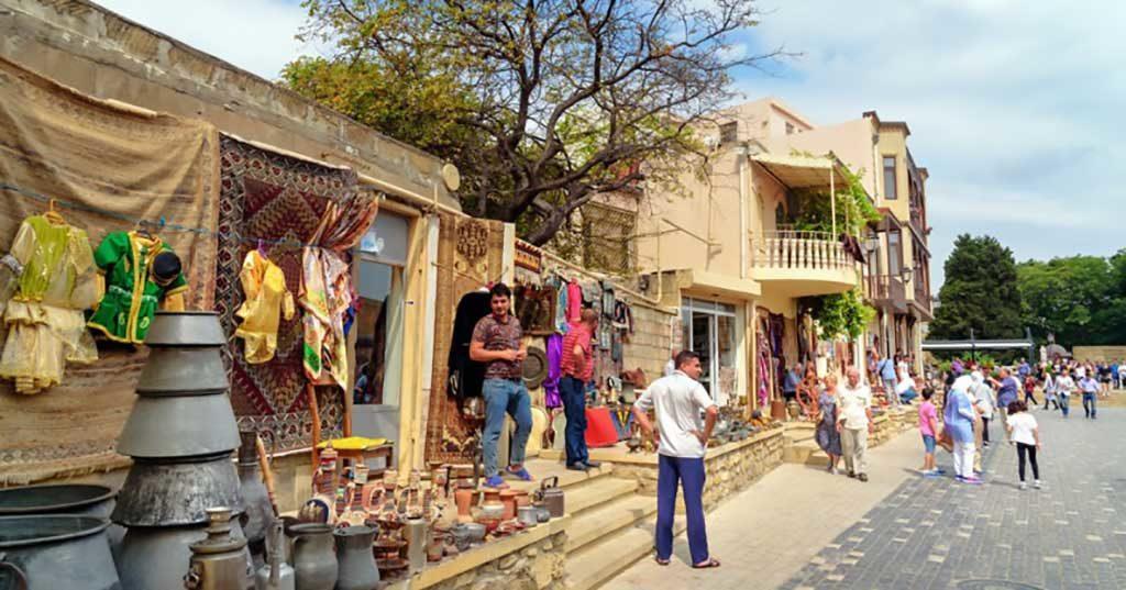 تصویری از یکی از بازارهای خیابانی باکو