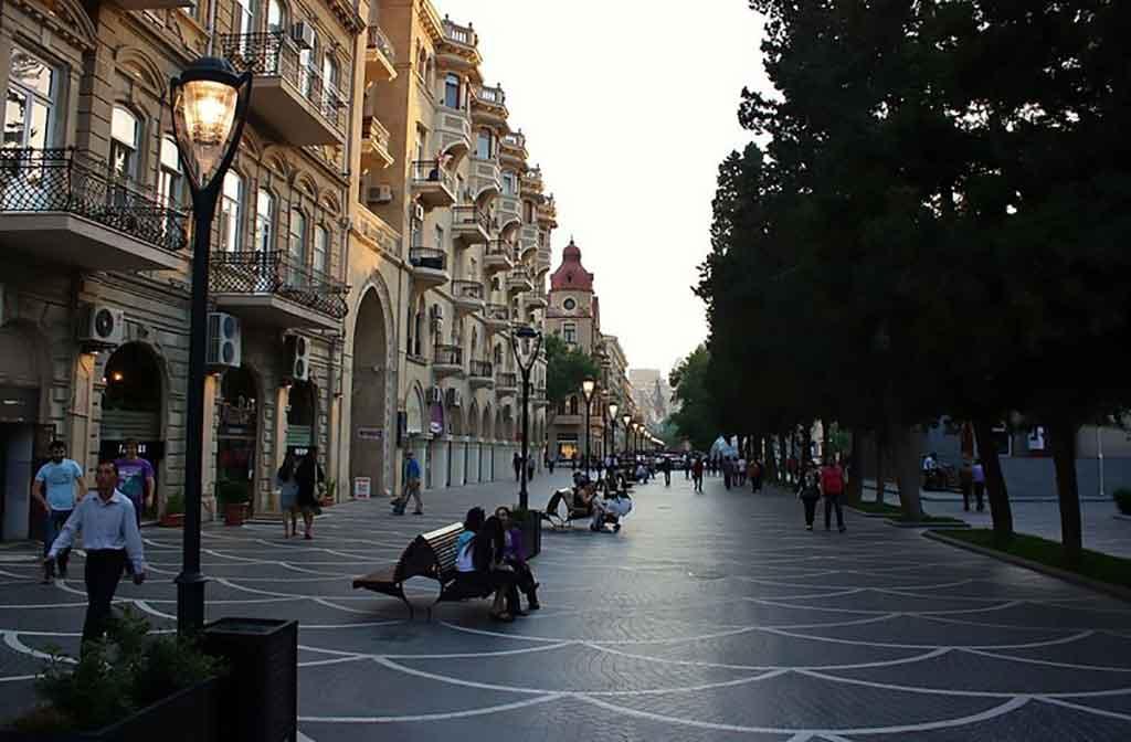 تصویری از خیابان نظامی در تفریحات باکو