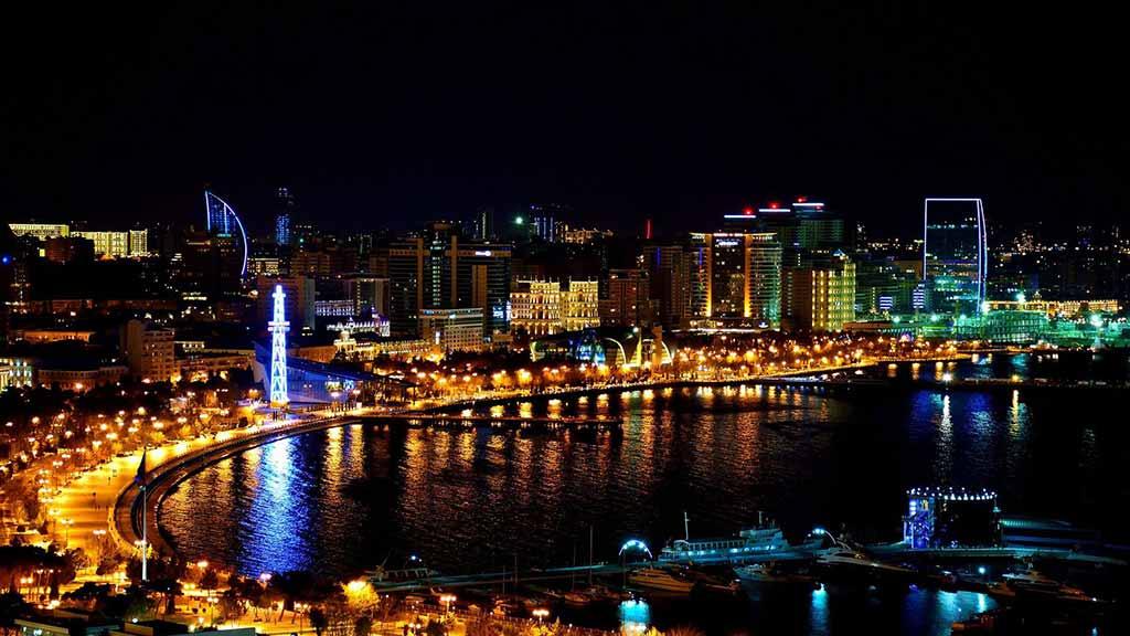 شهر باکو در شب