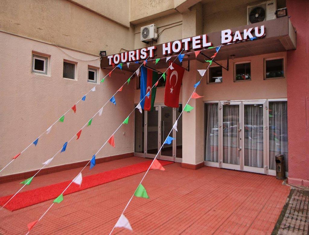 تصویری از درب ورودی هتل توریست باکو