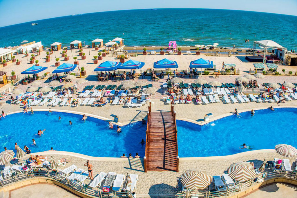 محوطه هتل آیسبرگ باکو