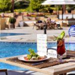 غذا و نوشیدنی در محوطه استخر روباز هتل اکسلسیور باکو