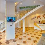 رسپشن و پله های هتل رز اند کرون باکو