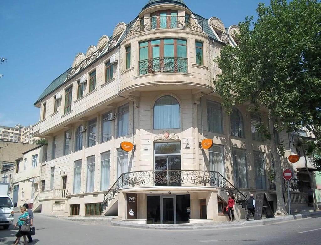 تصویری از ساختمان هتل آمبر باکو