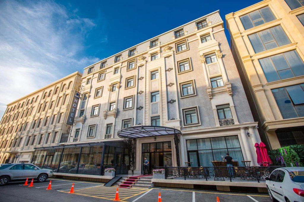 تصویری از ساختمان هتل آلبا باکو