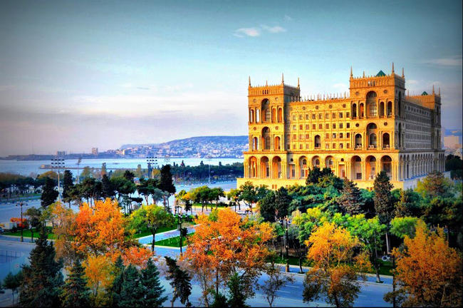 تصویری از شهر باکو در پائیز