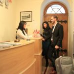 رسپشن هتل سیتی والز باکو