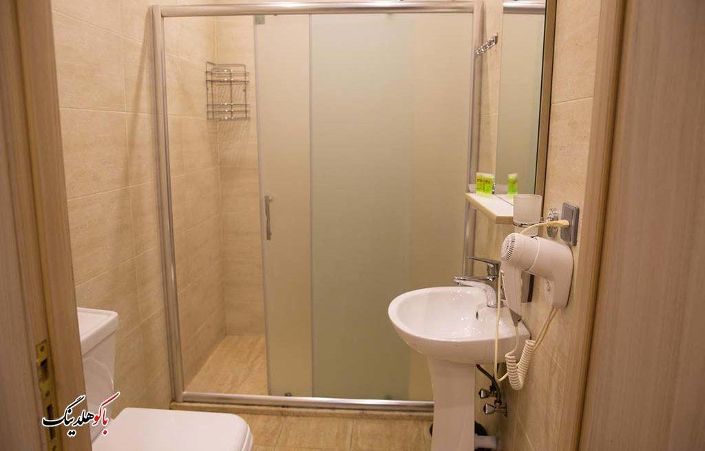 سرویس بهداشتی اتاق های هتل لایف هالیدی باکو