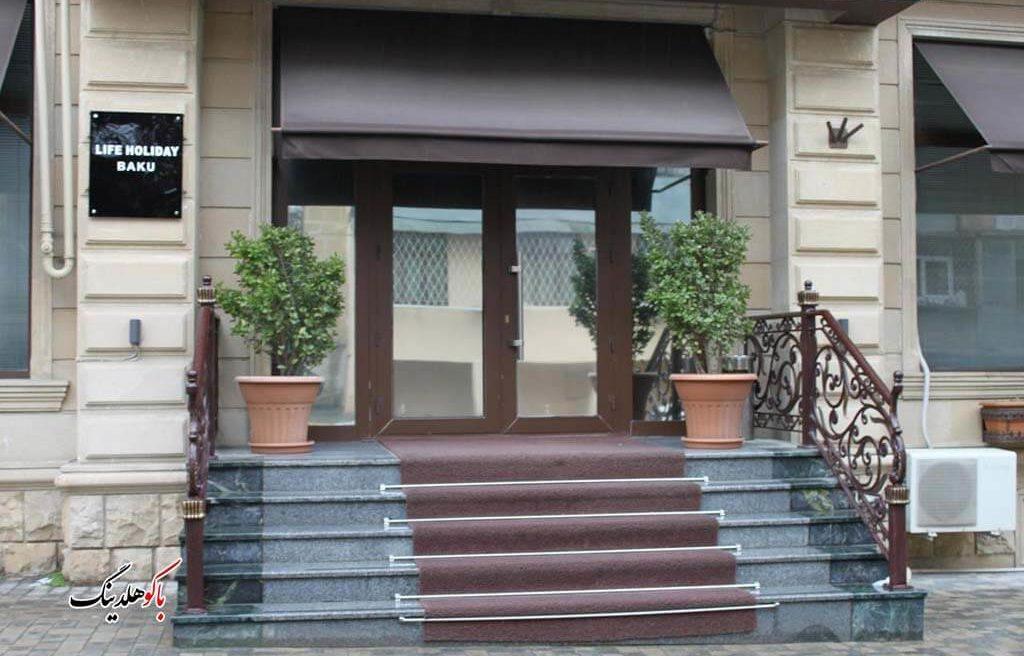 درب ورودی هتل لایف هالیدی باکو