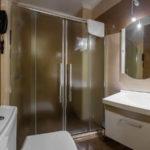 سرویس بهداشتی و حمام اتاق های هتل منسن باکو