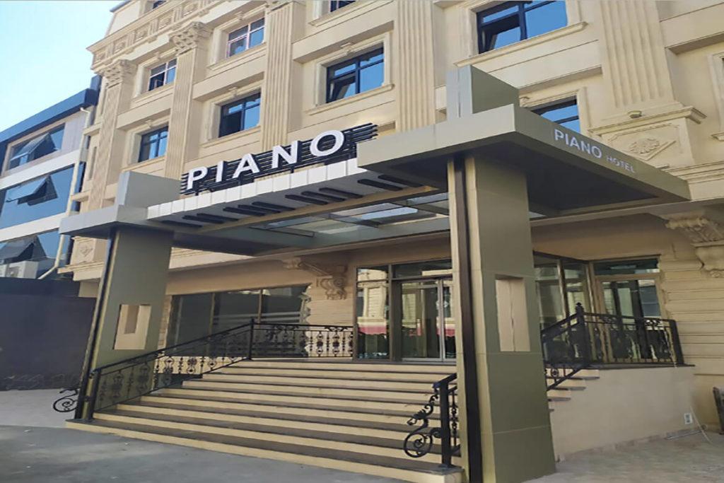 درب ورودی هتل پیانو باکو