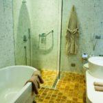 حمام در اتاق هتل لندمارک باکو