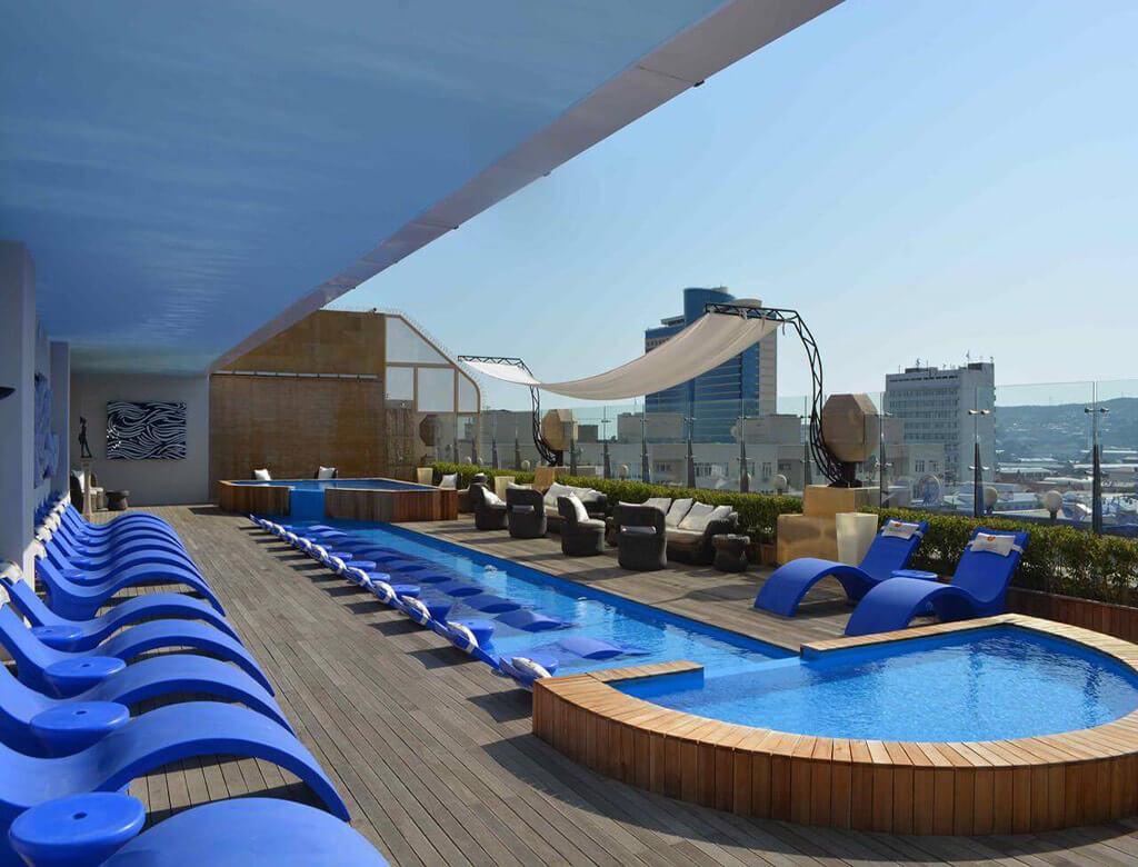 استخر روباز هتل لندمارک باکو