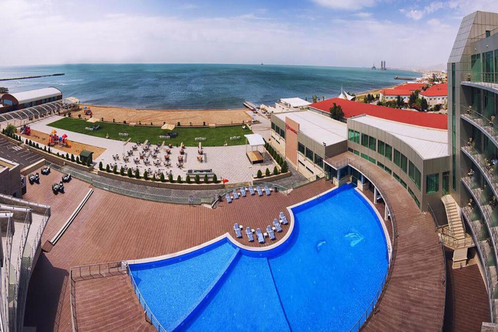 استخر روباز هتل رامادا بیچ باکو
