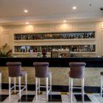 بار در هتل رامادا بیچ باکو