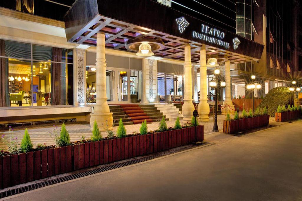 درب ورودی هتل تئاترو بوتیک باکو