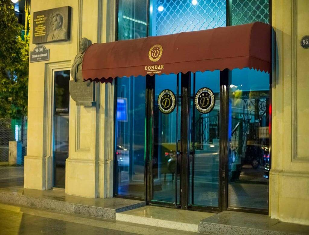درب ورودی هتل دوندار باکو