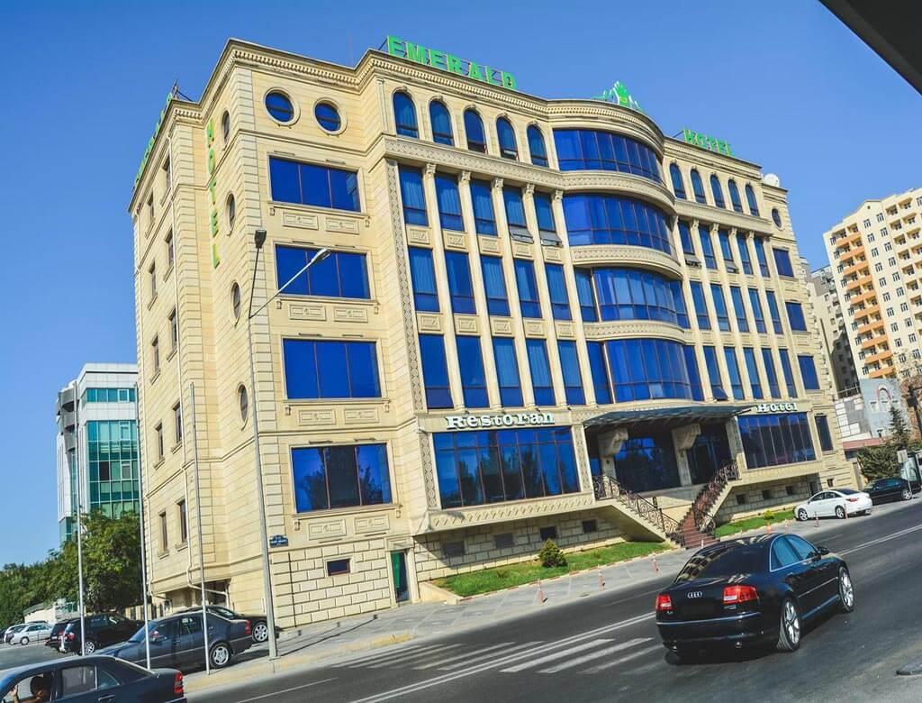 تصویری از ساختمان هتل امرالد باکو