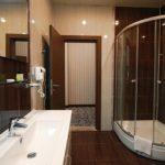 سرویس بهداشتی و حمام در داخل اتاق های هتل نیو باکو