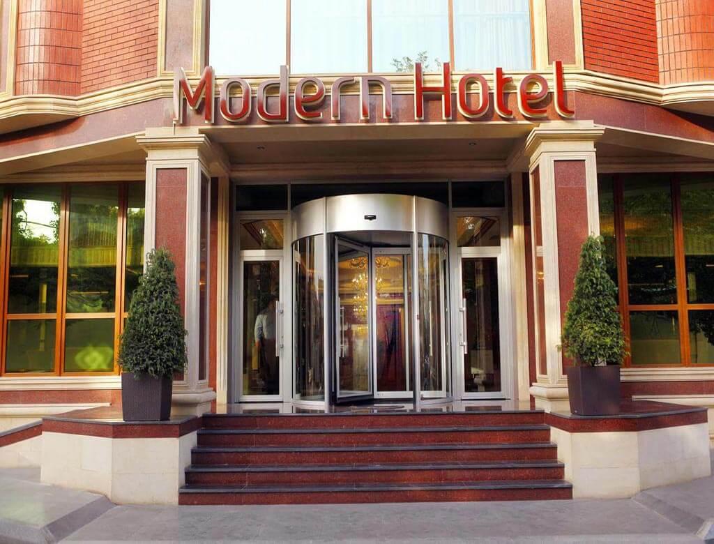 تصویری از ساختمان هتل مدرن باکو