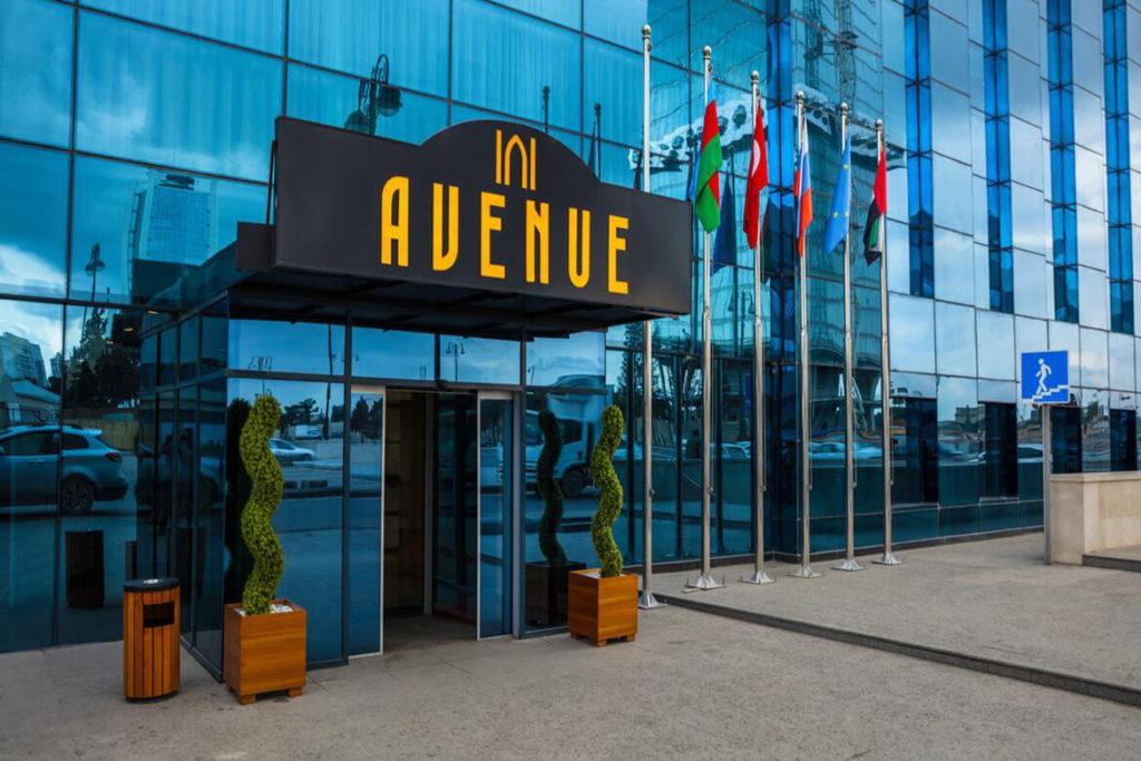 درب ورودی هتل اونیو باکو