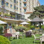 محوطه سبز هتل حیات رجنسی باکو