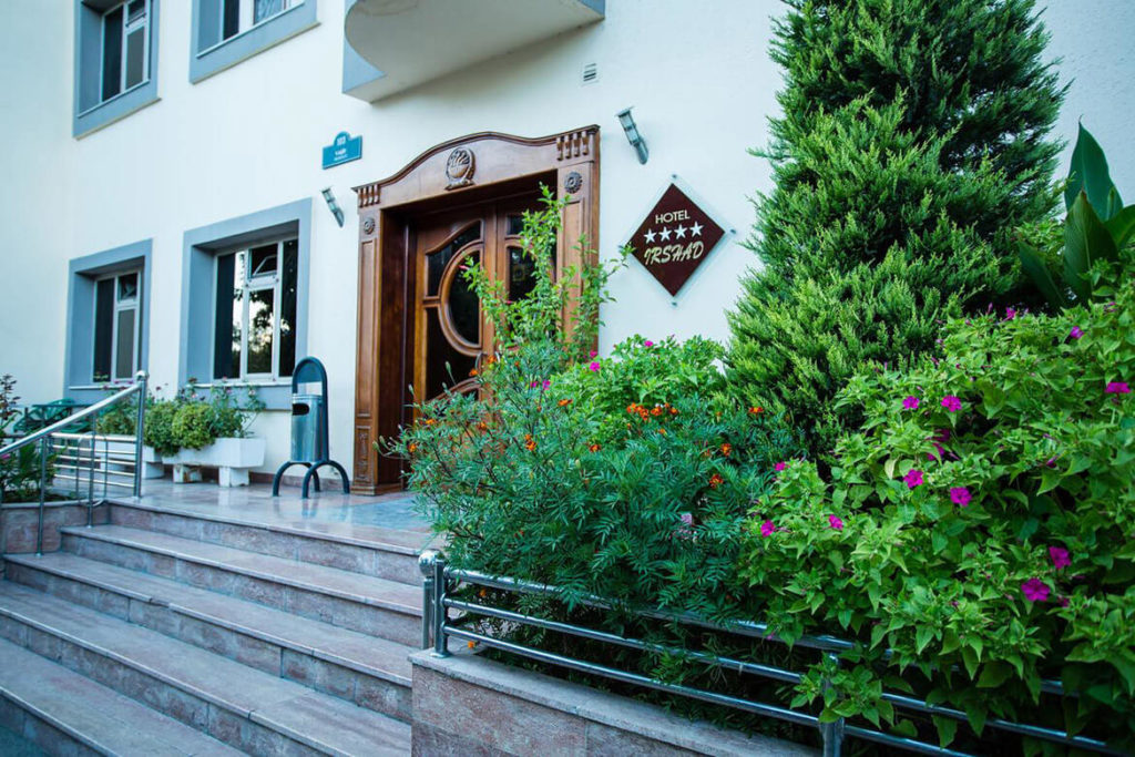 درب ورودی هتل ارشاد باکو