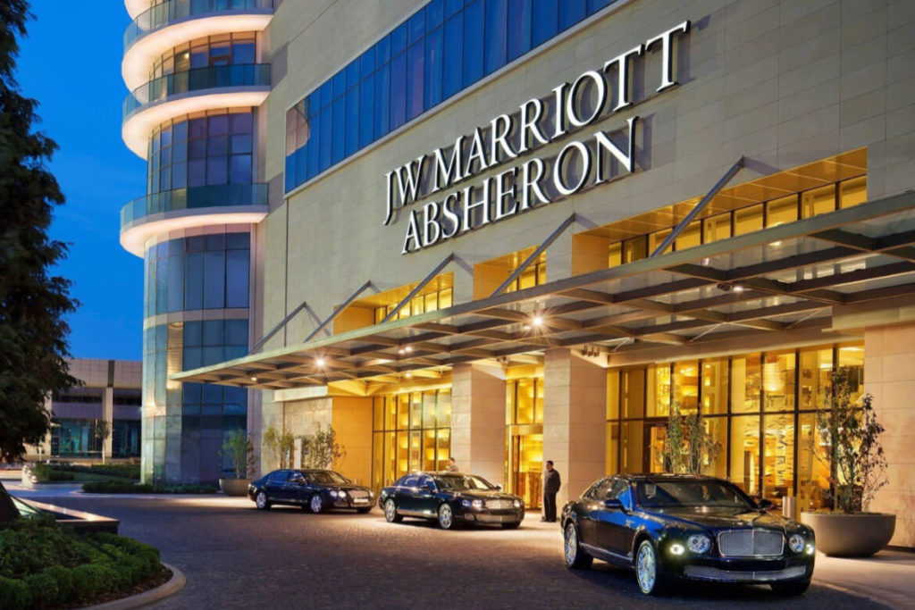 درب ورودی هتل جی دبلیو ماریوت باکو