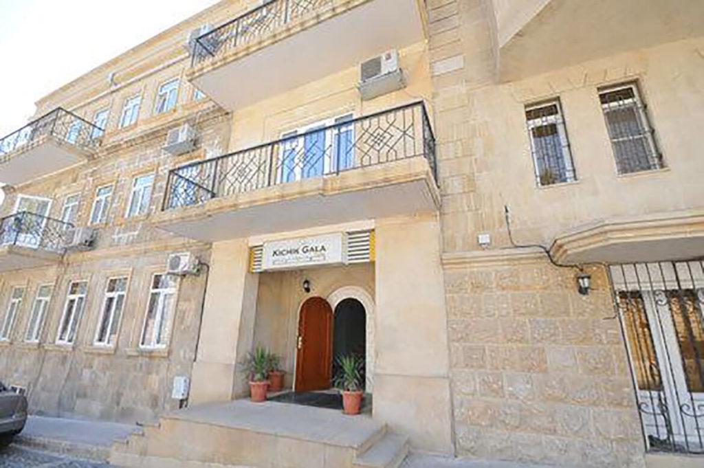 درب ورودی هتل کیچیگ گالا باکو
