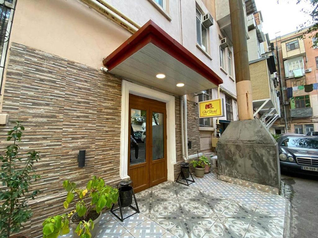 درب ورودی هتل اولد یارد باکو