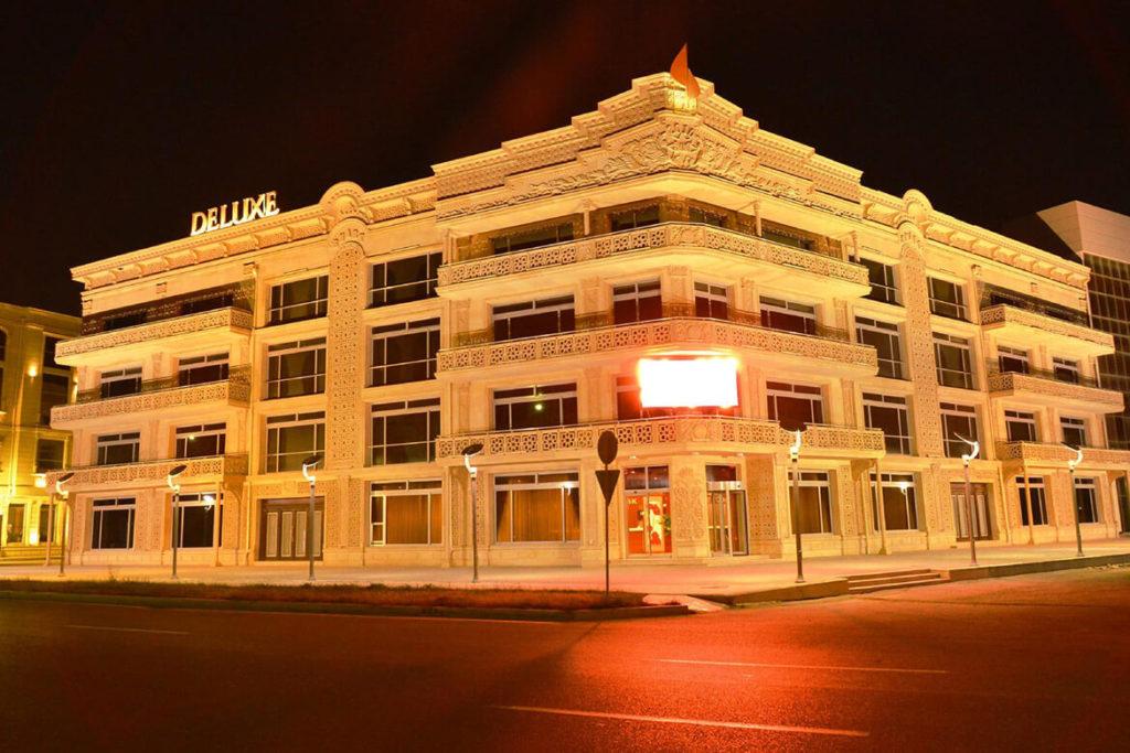 ساختمان هتل دلوکس باکو