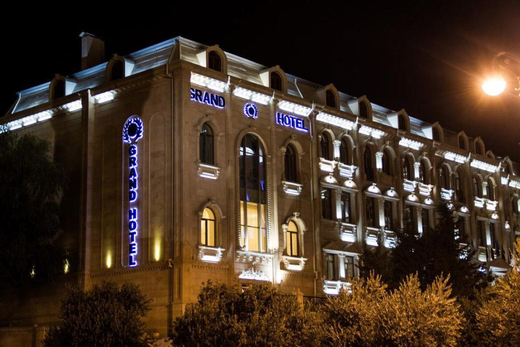 تصویری از ساختمان هتل گرند باکو
