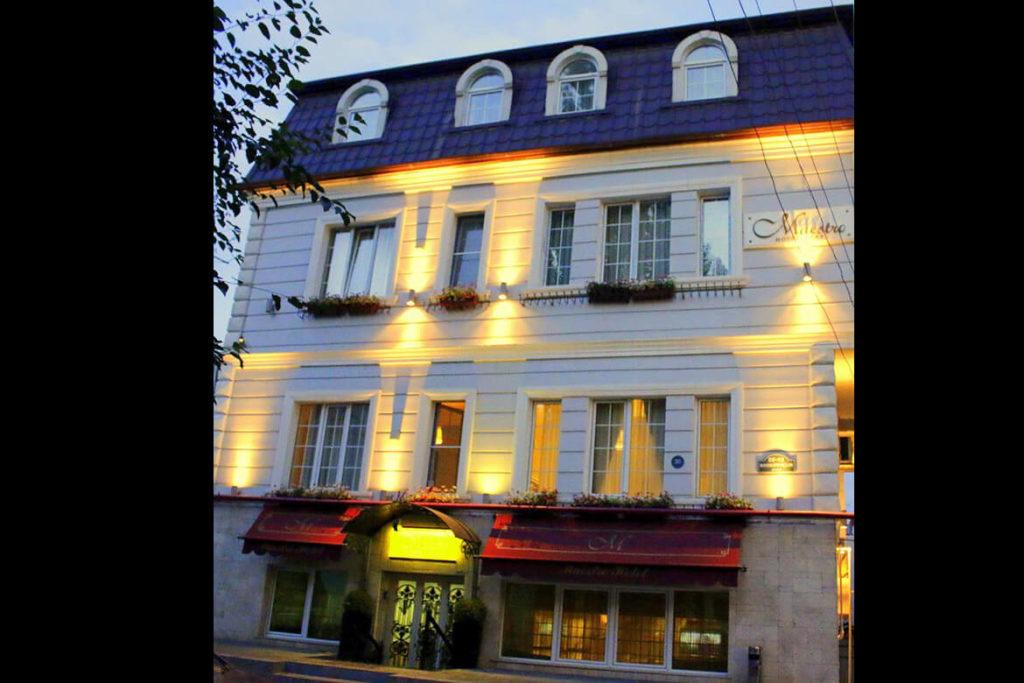 تصویری از ساختمان هتل ماسترو باکو