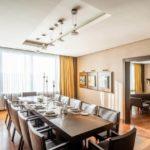 میز ناهارخوری در سوئیت های هتل شرایتون باکو