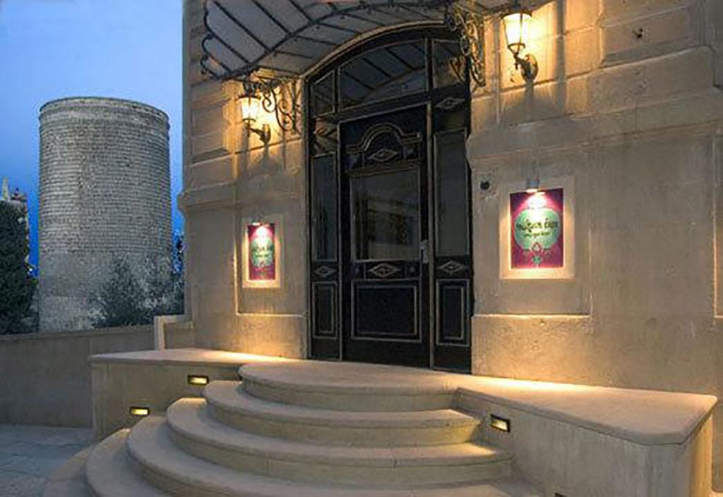 درب ورودی هتل سلطان این باکو