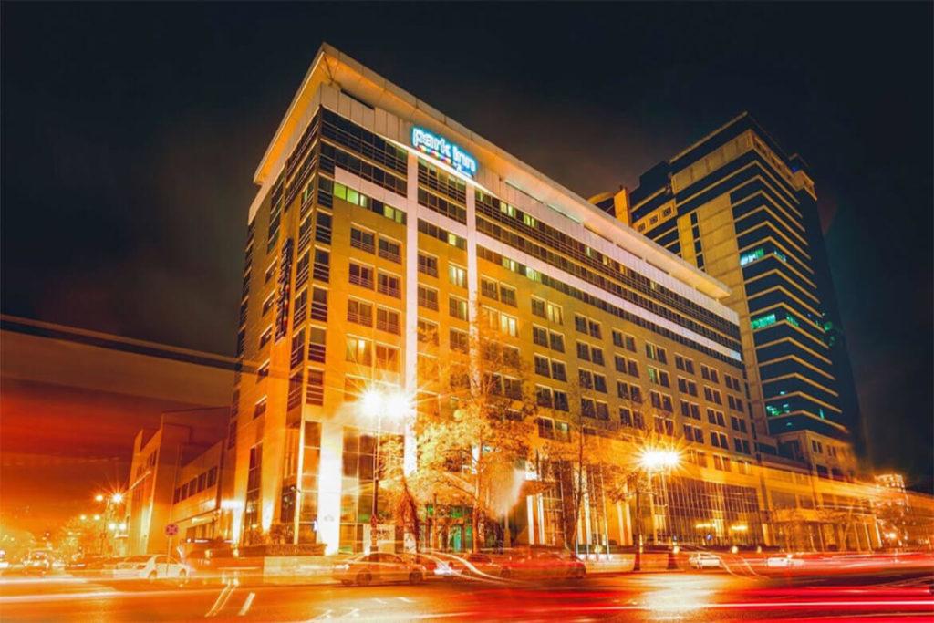 تصویری از ساختمان هتل پارک این رادیسون باکو