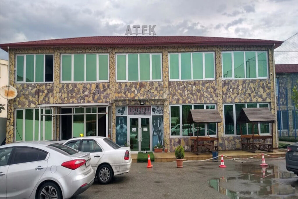 تصویری از ساختمان هتل ای تی اف کی باکو