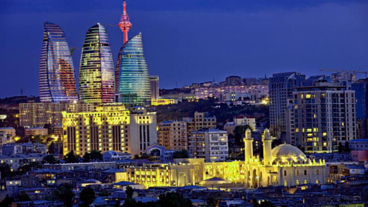 تصویری از شهر باکو در شب