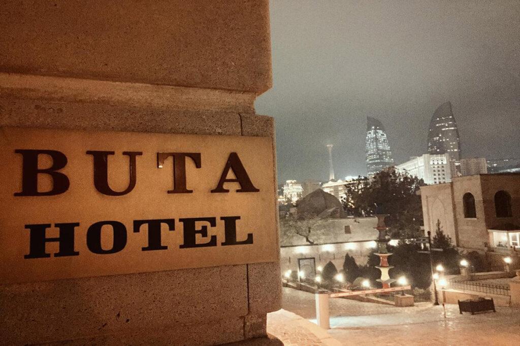 تصویری از تابلوی هتل بوتا باکو