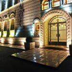 درب ورودی هتل ایست لجند باکو