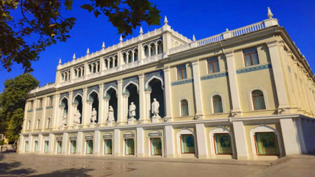تصویری از ساختمان موزه نظامی باکو