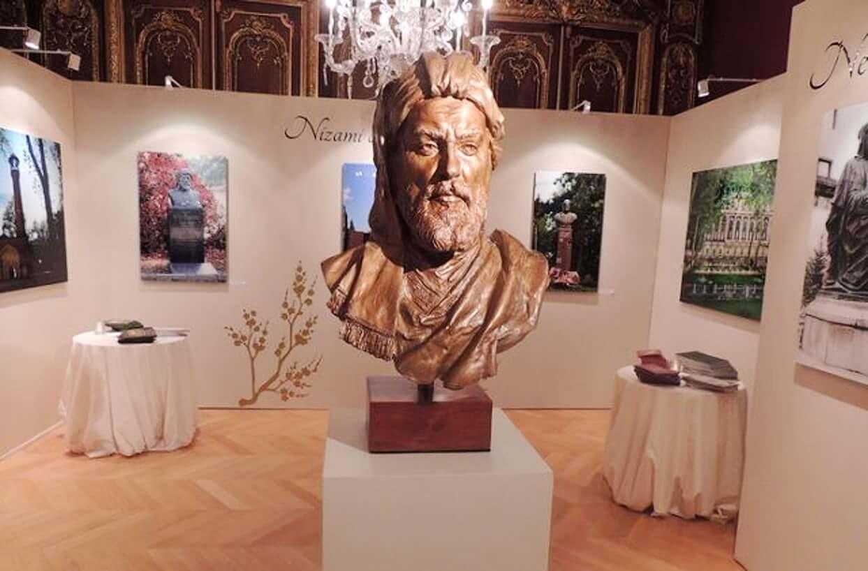 تصویری از مجسمه نظامی در داخل موزه نظامی باکو