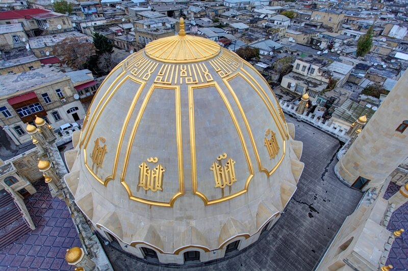 تصویری از گنبد مسجد تازه پیر باکو