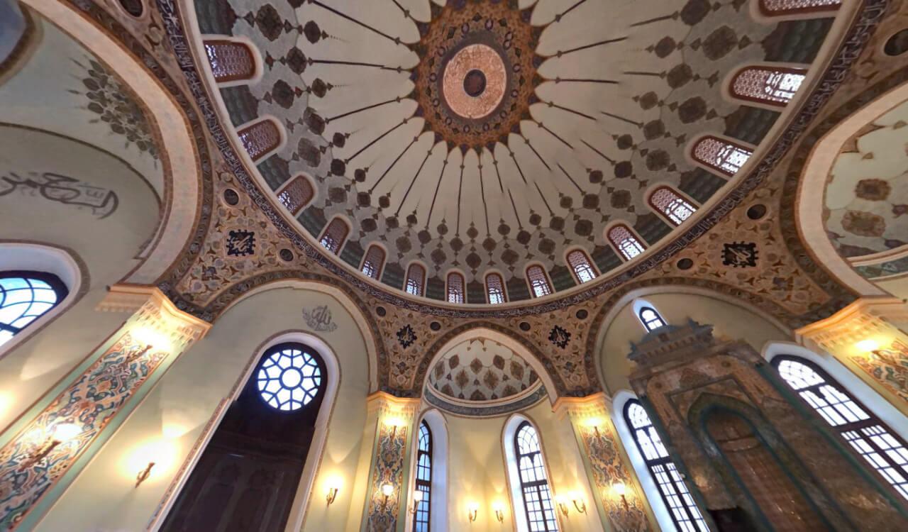 تصویری از داخل مسجد تازه پیر باکو